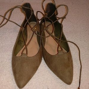 Old navy pointed toed tie up flats size 6